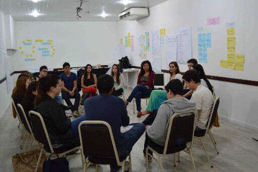 Empresas juniores recebem treinamento para realizarem o Programa Geração Empreendedora em Curitiba, Niterói e Recife