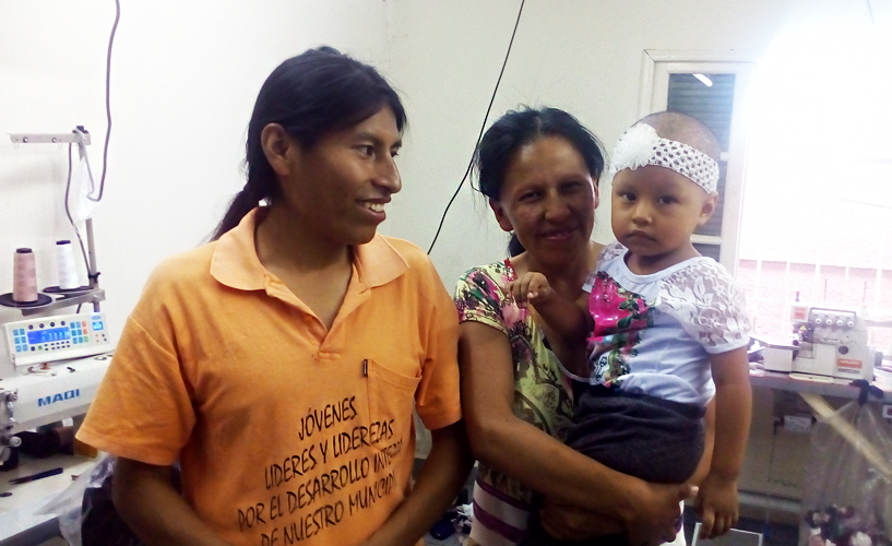 """(Português) """"Tenho há dois anos uma oficina de costura e esse projeto me ajudou a abrir os olhos"""", fala Moises Tusco, dono de uma oficina de costura e apoiado pelo Tecendo Sonhos"""