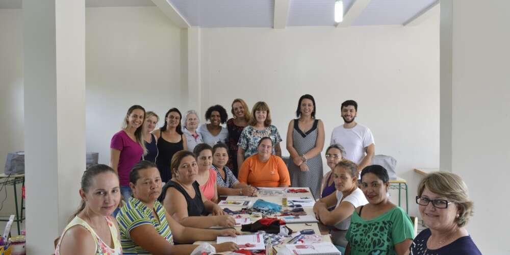 Projeto Costurando o Futuro chega ao sudoeste do Paraná e pretende apoiar 200 costureiras e costureiros até junho deste ano